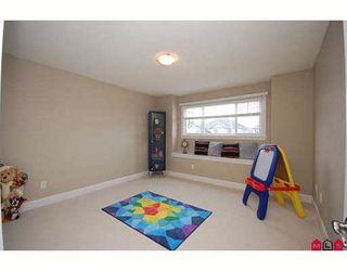 "Photo 8: 7266 198TH ST in Langley: Willoughby Heights House for sale in ""MOUNTAIN VIEW ESTATES"" : MLS®# F2901733"