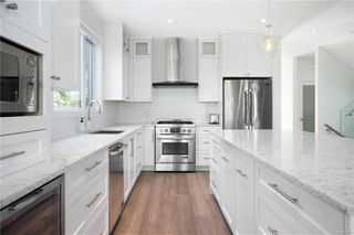 Photo 5: 2413 Mowat St in : OB Henderson Single Family Detached for sale (Oak Bay)  : MLS®# 850632