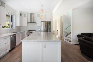 Photo 9: 2413 Mowat St in : OB Henderson Single Family Detached for sale (Oak Bay)  : MLS®# 850632