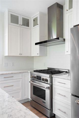 Photo 6: 2413 Mowat St in : OB Henderson Single Family Detached for sale (Oak Bay)  : MLS®# 850632