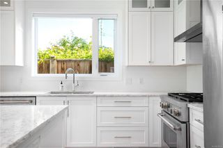 Photo 8: 2413 Mowat St in : OB Henderson Single Family Detached for sale (Oak Bay)  : MLS®# 850632