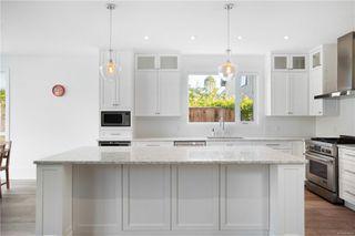 Photo 7: 2413 Mowat St in : OB Henderson Single Family Detached for sale (Oak Bay)  : MLS®# 850632