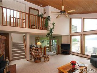 Photo 2: 10796 Madrona Drive in NORTH SAANICH: NS Deep Cove Single Family Detached for sale (North Saanich)  : MLS®# 295112