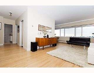 "Photo 2: 804 6026 TISDALL Street in Vancouver: Oakridge VW Condo for sale in ""OAKRIDGE TOWERS"" (Vancouver West)  : MLS®# V678770"