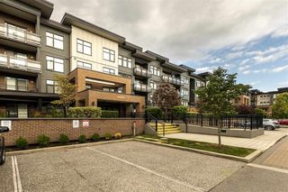 "Main Photo: 215 20078 FRASER Highway in Langley: Langley City Condo for sale in ""VARSITY"" : MLS®# R2389031"