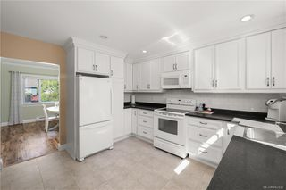 Photo 7: 2715 Forbes St in Victoria: Vi Oaklands Single Family Detached for sale : MLS®# 842827
