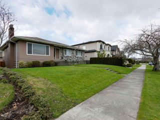 Photo 3: 4443 BRAKENRIDGE STREET in Vancouver: Quilchena House for sale (Vancouver West)  : MLS®# R2436492