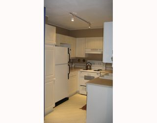 """Photo 4: 112 3738 NORFOLK Street in Burnaby: Central BN Condo for sale in """"WINCHELSEA"""" (Burnaby North)  : MLS®# V676965"""