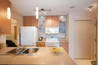"Photo 12: 710 928 HOMER Street in Vancouver: Yaletown Condo for sale in ""YALETOWN PARK 1"" (Vancouver West)  : MLS®# R2429120"