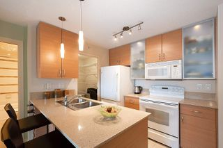 "Photo 13: 710 928 HOMER Street in Vancouver: Yaletown Condo for sale in ""YALETOWN PARK 1"" (Vancouver West)  : MLS®# R2429120"