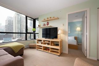 "Photo 6: 710 928 HOMER Street in Vancouver: Yaletown Condo for sale in ""YALETOWN PARK 1"" (Vancouver West)  : MLS®# R2429120"