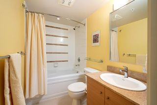 "Photo 16: 710 928 HOMER Street in Vancouver: Yaletown Condo for sale in ""YALETOWN PARK 1"" (Vancouver West)  : MLS®# R2429120"