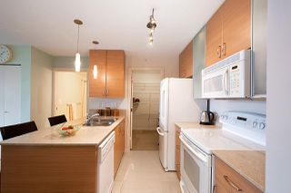 "Photo 3: 710 928 HOMER Street in Vancouver: Yaletown Condo for sale in ""YALETOWN PARK 1"" (Vancouver West)  : MLS®# R2429120"