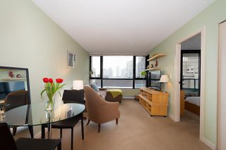 "Photo 5: 710 928 HOMER Street in Vancouver: Yaletown Condo for sale in ""YALETOWN PARK 1"" (Vancouver West)  : MLS®# R2429120"