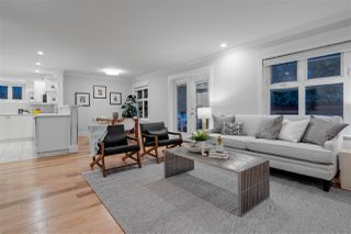 Photo 1: 324 W 15TH Avenue in Vancouver: Mount Pleasant VW Condo for sale (Vancouver West)  : MLS®# R2435463