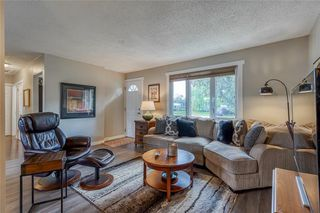 Photo 5: 6364 32 Avenue NW in Calgary: Bowness Detached for sale : MLS®# C4301568