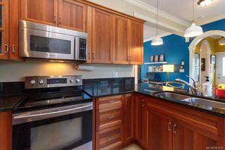 Photo 13: 2 1376 Pandora Ave in Victoria: Vi Fernwood Condo for sale : MLS®# 841235