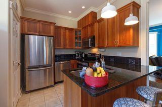 Photo 11: 2 1376 Pandora Ave in Victoria: Vi Fernwood Condo for sale : MLS®# 841235
