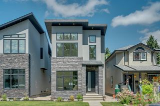 Photo 2: 244 21 Avenue NW in Calgary: Tuxedo Park Detached for sale : MLS®# A1016245