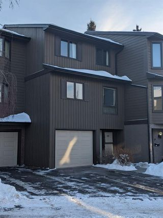 Main Photo: 100 23 Glamis Drive SW in Calgary: Glamorgan Row/Townhouse for sale : MLS®# A1056750