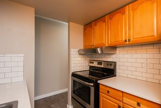 Photo 8: 1105 9909 104 Street NW in Edmonton: Zone 12 Condo for sale : MLS®# E4169504