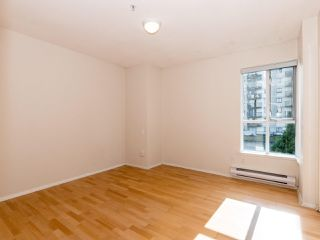 Photo 7: 412 155 E 3RD Street in North Vancouver: Lower Lonsdale Condo for sale : MLS®# R2411577