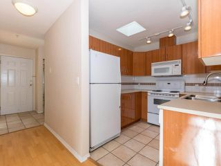 Photo 8: 412 155 E 3RD Street in North Vancouver: Lower Lonsdale Condo for sale : MLS®# R2411577