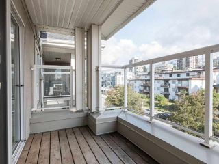 Photo 17: 412 155 E 3RD Street in North Vancouver: Lower Lonsdale Condo for sale : MLS®# R2411577