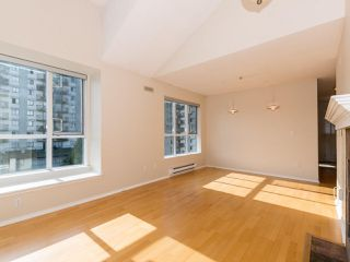 Photo 3: 412 155 E 3RD Street in North Vancouver: Lower Lonsdale Condo for sale : MLS®# R2411577