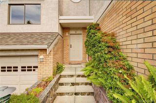 Photo 2: 5 1404 McKenzie Ave in VICTORIA: SE Mt Doug Row/Townhouse for sale (Saanich East)  : MLS®# 832740
