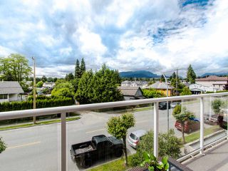 "Photo 5: 305 3128 FLINT Street in Port Coquitlam: Glenwood PQ Condo for sale in ""FRASER COURT TERRACE"" : MLS®# R2456754"