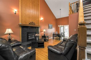 Photo 3: 318 BENTHAM Crescent in Saskatoon: Erindale Residential for sale : MLS®# SK811182