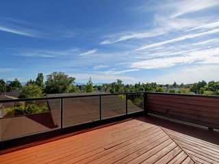 Photo 2: 3 1827 Fairfield Rd in Victoria: Vi Fairfield East Row/Townhouse for sale : MLS®# 842398