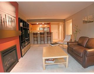 Photo 2: 200 Klahanie Drive in Port Moody: Condo for sale : MLS®# V783837