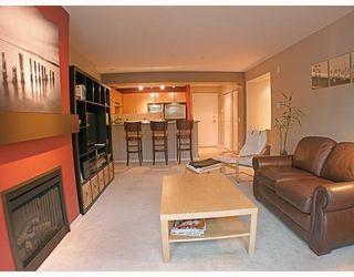 Photo 2: 200 Klahanie Drive in Port Moody: Condo for sale : MLS®# V783837