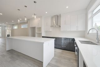 Photo 3: 10530 80 Street in Edmonton: Zone 19 House for sale : MLS®# E4163275