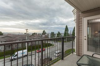 "Photo 11: PH9 15357 ROPER Avenue: White Rock Condo for sale in ""REGENCY COURT"" (South Surrey White Rock)  : MLS®# R2425808"
