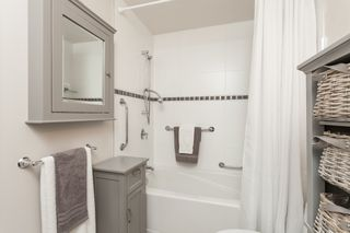 "Photo 26: PH9 15357 ROPER Avenue: White Rock Condo for sale in ""REGENCY COURT"" (South Surrey White Rock)  : MLS®# R2425808"