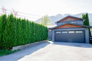 Photo 2: 41521 GRANT Road in Squamish: Brackendale House for sale : MLS®# R2442206