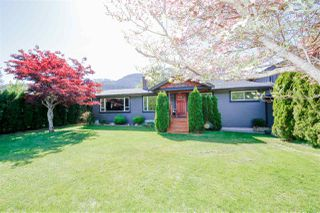 Photo 1: 41521 GRANT Road in Squamish: Brackendale House for sale : MLS®# R2442206
