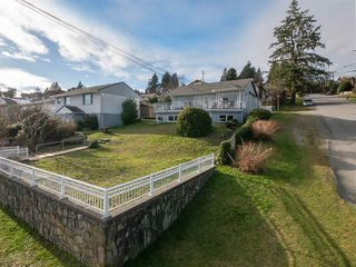 """Photo 2: 535 MARINE Drive in Gibsons: Gibsons & Area House for sale in """"LOWER GIBSONS"""" (Sunshine Coast)  : MLS®# R2464583"""