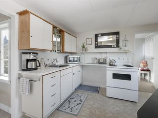 """Photo 8: 535 MARINE Drive in Gibsons: Gibsons & Area House for sale in """"LOWER GIBSONS"""" (Sunshine Coast)  : MLS®# R2464583"""