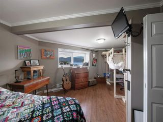 """Photo 15: 535 MARINE Drive in Gibsons: Gibsons & Area House for sale in """"LOWER GIBSONS"""" (Sunshine Coast)  : MLS®# R2464583"""