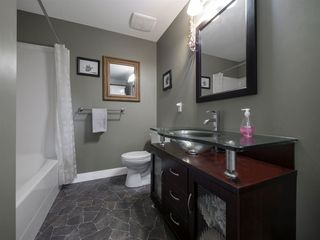"""Photo 16: 535 MARINE Drive in Gibsons: Gibsons & Area House for sale in """"LOWER GIBSONS"""" (Sunshine Coast)  : MLS®# R2464583"""