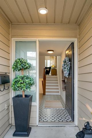 Main Photo: 256 Point Mckay Terrace NW in Calgary: Point McKay Row/Townhouse for sale : MLS®# A1047265
