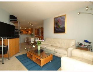 Photo 5: 111-333 East 1st Street in North Vancouver: Lower Lonsdale Condo for sale : MLS®# V762405