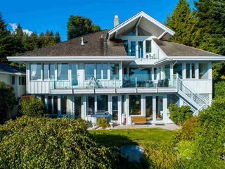 Main Photo: 6361 SUNSHINE COAST Highway in Sechelt: Sechelt District House for sale (Sunshine Coast)  : MLS®# R2411621