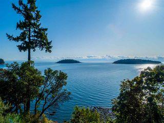 Photo 2: 6361 SUNSHINE COAST Highway in Sechelt: Sechelt District House for sale (Sunshine Coast)  : MLS®# R2411621