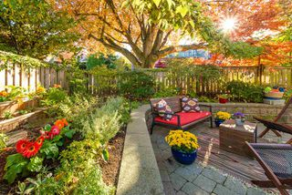 """Photo 3: 105 1750 MAPLE Street in Vancouver: Kitsilano Condo for sale in """"MAPLEWOOD PLACE"""" (Vancouver West)  : MLS®# R2416192"""