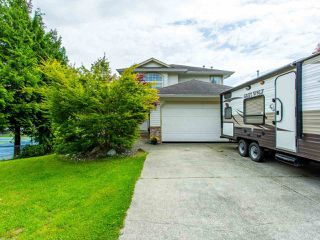 Photo 3: 8316 CASSELMAN Crescent in Mission: Mission BC House for sale : MLS®# R2473353